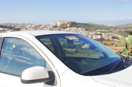 Mayjo car overlooking Victoria