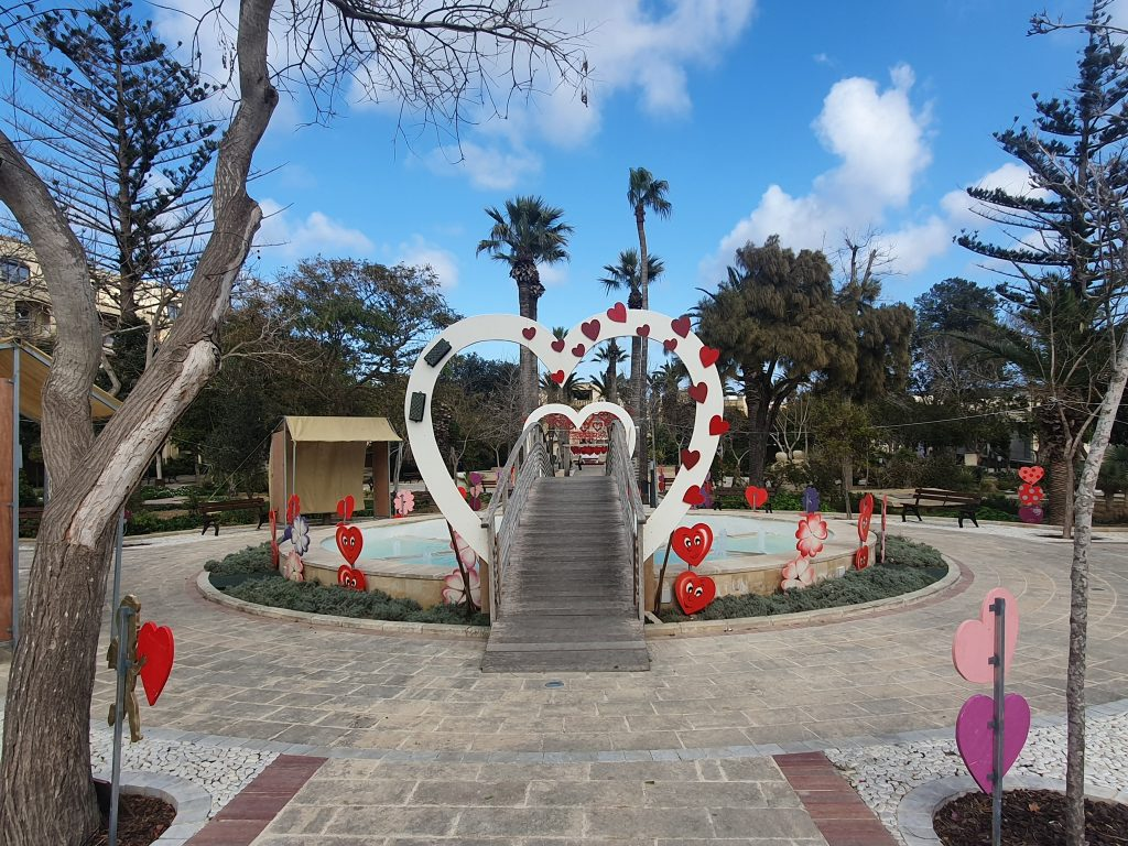 Villa Rundle gardens in Victoria decorated for Valentines.